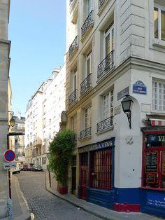 Rue de la Colombe vue de la rue des Ursins en direction du sud.