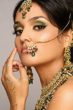 Bridal nose ring designs flaunted by indian celebs Bridal Makeup Looks, Indian Bridal Makeup, Bridal Looks, Pakistani Makeup, Pretty Makeup, Wedding Makeup, Nose Ring Designs, Hena, Bridal Nose Ring