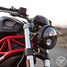 7 Inch LED Headlight Evo 2 by Motodemic Your best choice in headlight for your motorcycle.