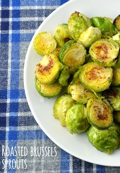 Crispy Roasted Brussels Sprouts - If you& never been a Brussels sprouts lover, try this recipe and see if we can change your mind. Crispy, roasted Brussels sprouts that are not anywhere near mushy are such a delicious vegetable side. Vegetable Recipes, Vegetarian Recipes, Cooking Recipes, Healthy Recipes, I Love Food, Good Food, Yummy Food, Tasty, Healthy Snacks