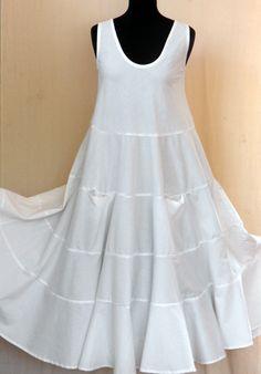 Robe longue blanche sans manches en coton à 4 niveaux : Robe par akkacreation