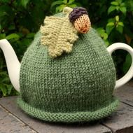 This is the original Acorn Tea Cosy, designed by me. I was very proud to have this product featured in Landscape Magazine (Sept/Oct 2015 issue) I have hand knitted this autumn tea cosy using a lovely aran wool which should keep your teapot nice an. Knitting Projects, Knitting Patterns, Scarf Patterns, Yarn Projects, Knitting Ideas, Tea Cosy Pattern, Knitted Tea Cosies, Acorn And Oak, Autumn Tea