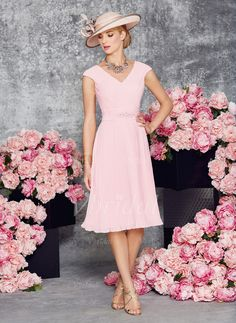 A-Line/Princess V-neck Knee-Length Ruffle Beading Chiffon Zipper Up Regular Straps Sleeveless Yes Blushing Pink Spring Summer Fall General Mother of the Bride Dress