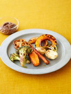野菜がちょっとずつ余ったときに作ってみて。どんな野菜でもOK。風味が豊かなので少しのディップで味わえる。|『ELLE a table』はおしゃれで簡単なレシピが満載! Japanese Vegetarian Recipes, Vegan Recipes, Macrobiotic Recipes, Fusion Food, Food Art, Sausage, French Toast, Meat, Cooking