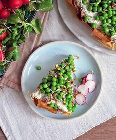 Jarní koláč s bylinkovým tofu krémem a hráškem   Veganotic