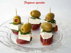 Easy Appetizer Ingredients: * Chorizo sausage (dried meat, no matter what type it is, cut into 1 cm thick. Skewer Appetizers, Yummy Appetizers, Appetizers For Party, Appetizer Recipes, Simple Appetizers, Parmesan Chips, Snacks Saludables, Party Snacks, Clean Eating Snacks