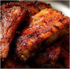 Recept+(1910) A+megmosott+és+leszárított+oldalast+(80+dkg)+sóval+bedörzsöljük,+a+megtisztított,+összezúzott+fokhagymát+(6+gerezd)+is+rákenjük.+Igény+szerint+borsot+vagy+pirospaprikát+is+szórunk+rá.+Aki+szereti,+a+húsdarabokat+mustárral+is +bevonhatja. A+húsokat+beletesszük+a+tepsibe.+Rászórunk… Main Courses, Pork, Meat, Main Course Dishes, Kale Stir Fry, Entrees, Pork Chops