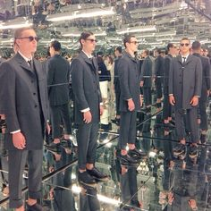 Reporting from the inaugural #mensfashionweek in #NewYork, @thombrowneny shows us ideal of #office garb in a #Matrix-style #infinityroom of his own. #NYMFW (: @skiptotheru)