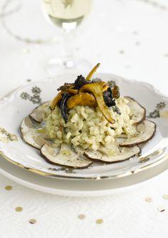 bereiden: Fruit de cashewnoten, de sjalotjes en de knoflook in olijfolie in een grote pan met dikke bodem. Bak de rijst 2 minuten mee. Voeg de wijn en de salie toe en kook al roerend tot de korrels glazig worden. Voeg beetje bij beetje hete bouillon toe. Breng telkens opnieuw aan de kook en blijf roeren.