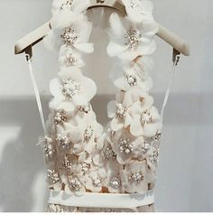 Viktor&Rolf . . . #fashion #fashiondetails #fashionart #fashionista #fashioninspiration #fashionaddict #elegant #elegance #instafashion #classy #style #moda #mode #trends #weddingdress #embroideryart #embroidery http://gelinshop.com/ipost/1516253896934546626/?code=BUK0OLEFdzC