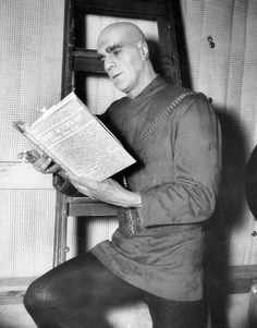 "Boris Karloff on the set of 1939's ""Tower Of London"" in a posed publicity photo reading a published collection of Hollywood actors' recipes entitled ""What Actors Eat, When They Eat!"". Among the recipes are such dishes as 'Cary Grant's Oven BBQ'd Chicken' and 'Carole Lombard's Spareribs'. (pinned from writer Kelly Robinson's Book Dirt blog)"