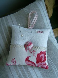 Lavender Bags, Lavender Sachets, Small Cushions, Cushions On Sofa, Sewing Crafts, Sewing Projects, Chabby Chic, Quilted Gifts, Fabric Bags
