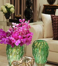 How to decor with flowers... See more here   http://tempodadelicadeza.com.br/2015/01/06/especial-christina-hamoui/