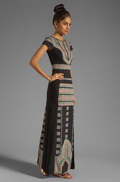 BCBGMAXAZRIA Embroidery Maude Maxi Dress в цвете Комбинация черного