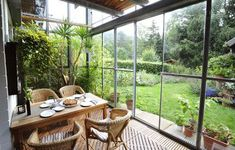 Want to bring life back to your conservatory space whilst keeping in budget? We reveal the top 10 best plants for a south facing conservatory right here. Moderne Pools, Construction, Kinds Of Salad, Cool Plants, Winter Garden, Hearth, Mother Nature, Minimalism, Cottage