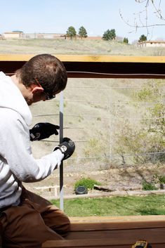 The full guide for how to install DIY cable rail in just one weekend. The easy way to give your old deck a modern look on a budget! Deck Design Plans, Deck Plans, Pergola Plans, Pergola Kits, Cable Railing, Deck Railings, Stair Railing, Gazebo, Pergola Roof
