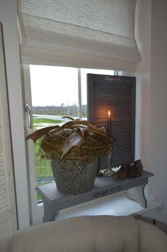 Leuk op een vensterbank bankje, daardoor heb je minder inkijk en het staat ook gezellig bij elkaar.