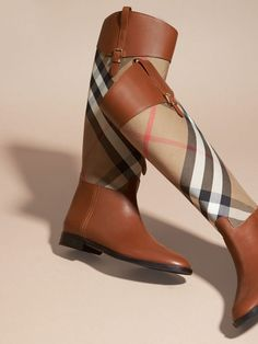 Discover the range of women's boots from Burberry. Shop from a variety of luxury leather boots featuring platforms, biker boots, ankle and riding boots Walk In My Shoes, Me Too Shoes, Bootie Boots, Shoe Boots, Women's Shoes, Estilo Preppy, Burberry Shoes, Burberry Women, Christian Louboutin