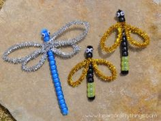 What a cute summer craft for kids! With just pipe cleaners and beads, kids can learn how to make adorable dragonflies or lightning bugs!