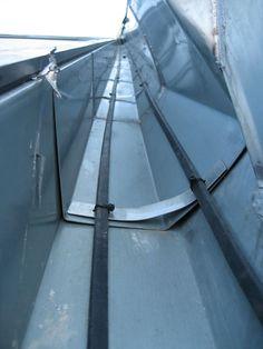 Warmfuß - Dachrinnenheizung auf einem Bitumendach