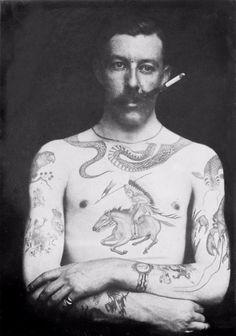 Sutherland Macdonald: 1º tatuador britânico, patenteou a máquina elétrica e foi pioneiro em usar tintas azul e verde na pele.
