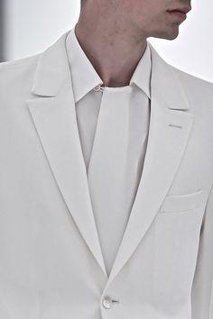Fin detalj på skjorta om än lite svår... Kavajens vinkel mellan krage och slag är fina och välbalanserade. Ermenegildo Zegna SS15 im not ok