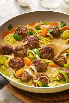 Meatballs with vegetables # stew # stew recipes # minced meat # recipes Healthy Recipes, Meat Recipes, Crockpot Recipes, Dinner Recipes, Healthy Food, Minced Meat Recipe, Clean Eating Tips, Carne Picada, Meatball Recipes