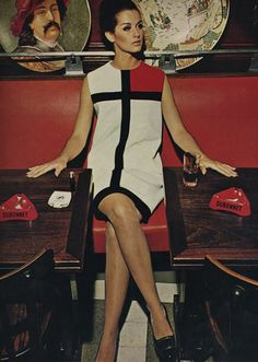 "Yves Saint Laurent,veronica hamel in ""mondrian"" dress Piet Mondrian, Mondrian Dress, Foto Fashion, Fashion Mode, Fashion History, Vogue Paris, Retro Mode, Mode Vintage, Yves Saint Laurent"