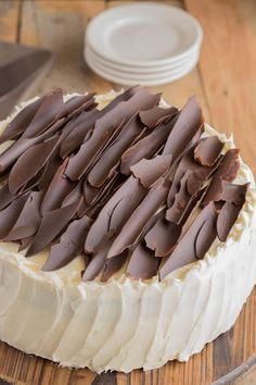 This Irish chocolate cake with Baileys buttercream frosting is both decadent and addictive with layers of moist chocolate cake adorned with Baileys buttercream frosting. Irish Chocolate, Chocolate Baileys, Chocolate Topping, Melting Chocolate, Chocolate Cake, Chocolate Frosting, Best Dessert Recipes, Fun Desserts, Cake Recipes