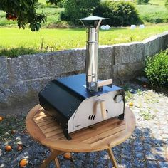 The portable pizza oven Fiesta weighs only 22 Kgs fully equipped and ready to make delicious pizzas or roast a chicken, beef or veggies. It's the most portable pizza oven and versatile we've ever made. Portable Pizza Oven, Pizza Oven Kits, Pizza Oven Outdoor, Pizza Ovens, Small Pizza, Four A Pizza, Barbecue, Bbq Grill, Wood Fired Oven