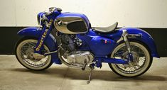 Bobber 1966 Honda 305Dream - I prefer the classic Dream, but it makes an interesting bobber.