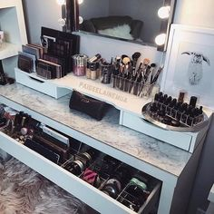 @paigeelainemua always creating gorgeous beauty spaces. . Acrylic makeup storage from Vanity Collections (us ) . ✖️✖️✖️✖️