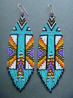 bead loom patterns for beginners Beaded Earrings Native, Beaded Earrings Patterns, Native Beadwork, Seed Bead Patterns, Jewelry Patterns, Beading Patterns, Earrings Handmade, Jewelry Ideas, Bracelet Patterns