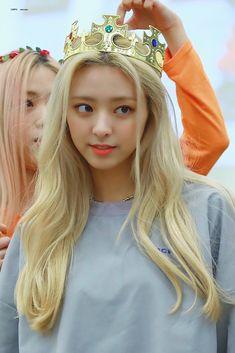 Kpop Girl Groups, Korean Girl Groups, Kpop Girls, Suwon, Fandom, Olivia Hye, Cute Beauty, New Girl, K Idols