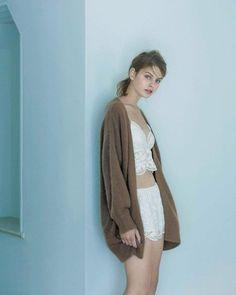 ラクーンルーズニットカーデ 暖かなラクーン100% ゆるっとカーデは絶妙な脱力感。 アンゴラにも似た風合いで暖かなシンプルカーデ。 #salonbypj #salonbypeachjohn #new #lingerine #nightwear #roomwear…