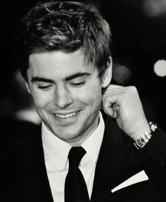Zac Efron, not going to lie dying a little inside your just gorgeous;)