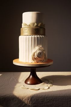 Love the clean lines of this cake. Beautiful.