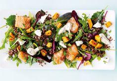 Spændende salat med rå laks og sweet potato.