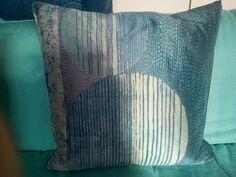 Luci e ombre - cuscino 100% seta - silk handmade batik unique piece Throw Pillows, Handmade, Toss Pillows, Hand Made, Decorative Pillows, Craft, Decor Pillows, Scatter Cushions, Handarbeit