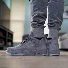 Which Jordans are you rocking today? Kaws via Sneakers Mode, Sneakers Fashion, Fashion Shoes, Jordan Sneakers, Supra Sneakers, Fashion Clothes, Shoes Sneakers, Nike Free Shoes, Running Shoes Nike