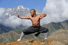 Your Shaolin Temple Anti Inflammation Workout – Shifu Yan Lei New Scientist, Art Poses, Yoga Gym, Qigong, Yoga For Men, Tai Chi, Kung Fu, Martial Arts, Cool Pictures