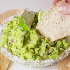 Celebrate Cinco de Mayo in the best way possible. #easyrecipe #guacamole #mexican #appetizer #party