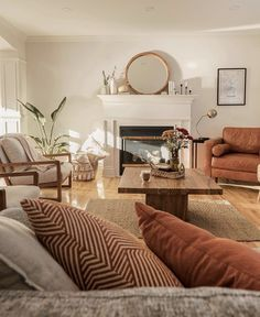 Earthy Living Room, Boho Living Room, Home And Living, Living Spaces, Earth Tone Living Room Decor, Earth Tone Decor, Earthy Bedroom, Living Rooms, Room Interior