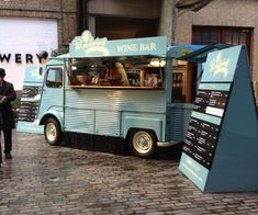 Bibendum pop-up wine bar in a Citroen van in London Citroen Type H, Citroen H Van, Coffee Carts, Coffee Truck, Food Trucks, Wine Truck, Bar A Burger, Catering Van, Mobile Cafe
