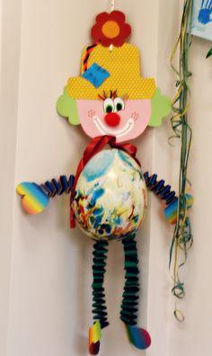 Μέσα σ'ένα σεντουκάκι...: Κλόουν...λίγο πριν έρθουν οι απόκριες(συνέχεια) Clown Crafts, Carnival Crafts, Carnival Costumes, Art For Kids, Crafts For Kids, Arts And Crafts, Circus Party, Origami, Handicraft