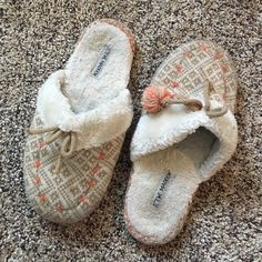 Steve Madden Slippers Worn but still in great condition! Ships Immediately! Steve Madden Shoes Slippers