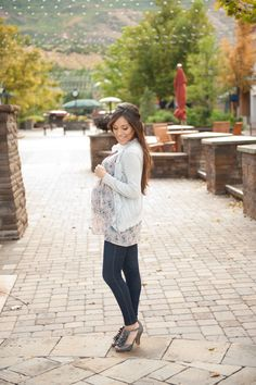 Maternity style: Fall blossoms. Floral trend continues onto the cooler months.