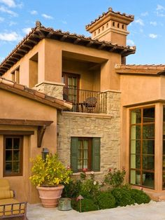 Mediterranean homes – Mediterranean Home Decor Tuscan Style Homes, Mediterranean Style Homes, Spanish Style Homes, Tuscan House, Spanish House, Style At Home, Casa Patio, Italian Home, Hacienda Style