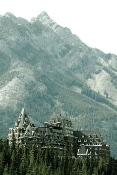 The Fairmont Hotel in Banff | Fairytale Destinations