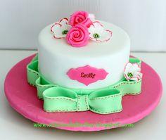 Tarta Fondant Cumpleaños Vintage Rosa fucsia y verde Personalizada Diseño